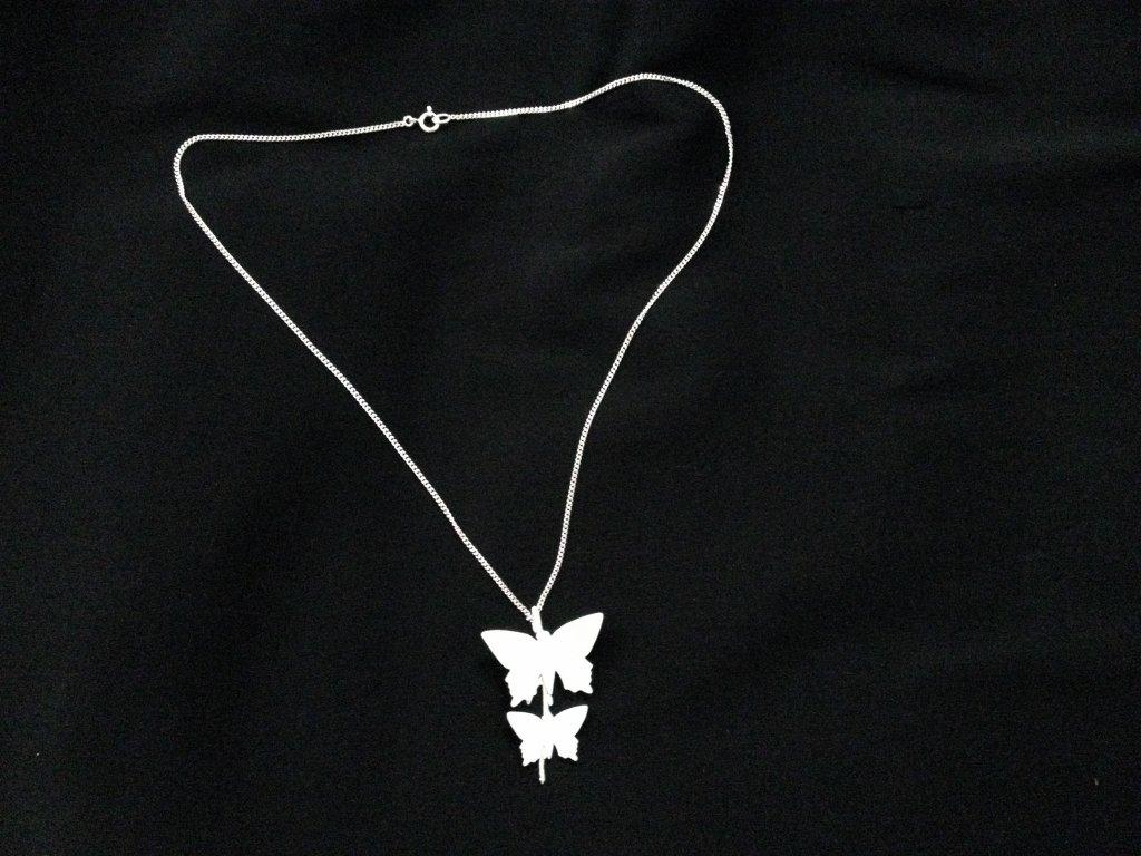 fjäril halsband i silver
